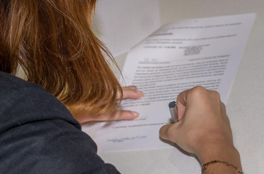 Feierliche Unterzeichnung der neuen Azubi-Verträge